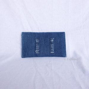 Housse GSM ceinture upcycling bleu-lignes dos