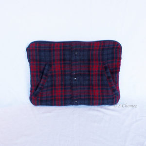 Housse pour Macbook upcycling chemise rouge 1 face
