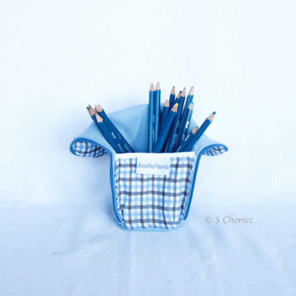 Trousse en mode Vertical upcycling nov - carré bleu clair int