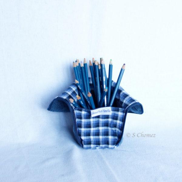 Trousse en mode Vertical upcycling nov - carré bleu int